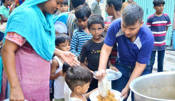 feeding-the-homeless2